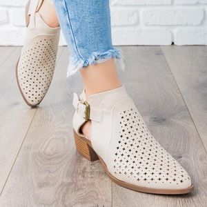 🆕 Cream Suede Booties